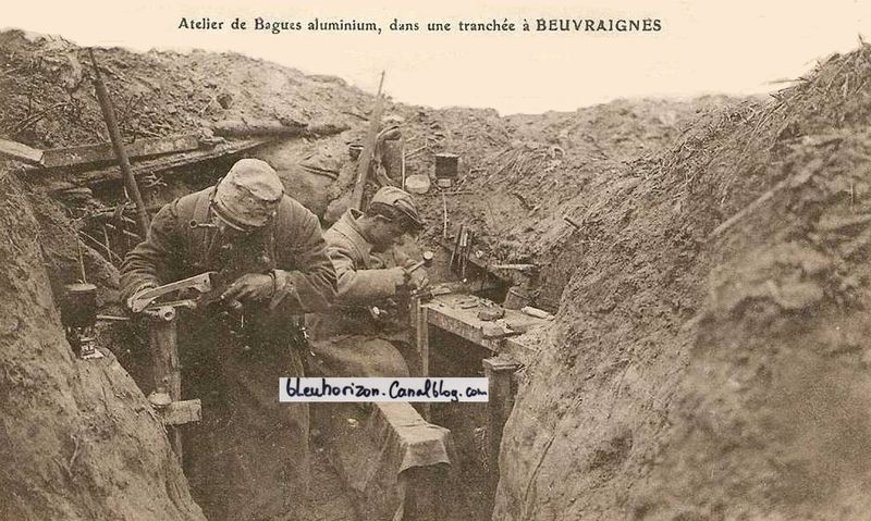 Artisan-soldiers crafting trench rings made of aluminum at Beavraignes, early 1915. Source: bleuhorizon.canalblog.com