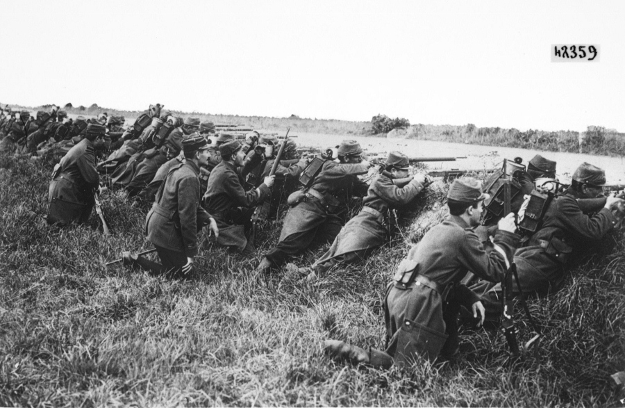 French soldiers take cover in roadside ditch in 1914.